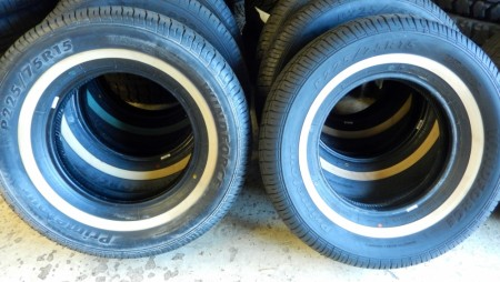 Windforce 225/75R15 med hvit stripe